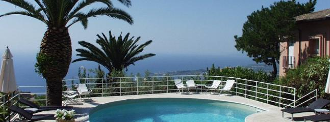 How to book a villa in Catania