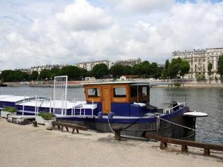 Paris France Vacation Rentals - Houseboat
