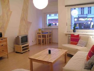 Vacation Apartment in Berlin-Schöneberg - 366 sqft, modern, central, quiet (# 1282) #1282