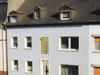 Vacation Apartment in Trier - 968 sqft, modern furnishings, lots of room, right on a city bus line (#… #690