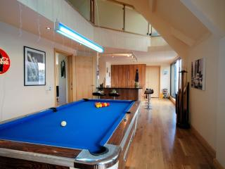 Open-plan lounge/kitchen with pool table