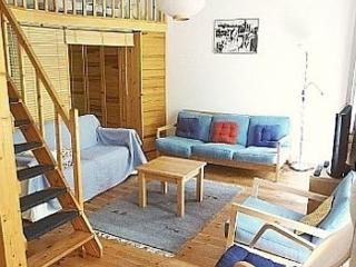 Vacation Apartment in Berlin - 560 sqft, central, quiet, classical (# 3188) #3188