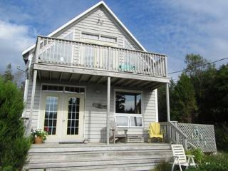 Emsik Beach House is located in the beautiful seaside community of Port Joli.