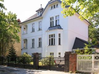 LLAG Luxury Vacation Apartment in Berlin-Dahlem - bright, quiet, natural (# 4244) #4244