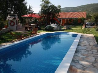 Villa with pool for rent in village in Trogir area