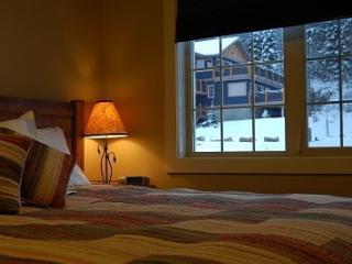 Golden Canada Vacation Rentals - Home