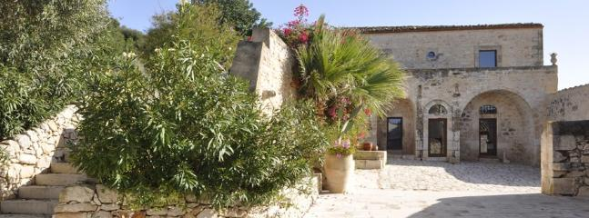 10 bedroom Villa in Marina Di Ragusa, Ragusa Area, Sicily, Italy : ref 2230504