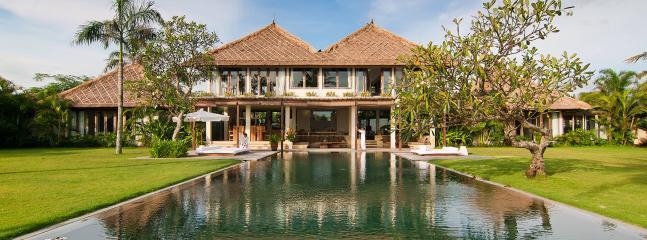 Luxury Balinese villa, 4 bdrs.