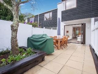 Cute townhouse in Ponsonby with sunny courtyard