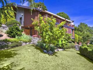 Civenna Italy Vacation Rentals - Home