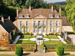 Poil France Vacation Rentals - Home