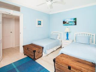 Arcadia - Third Bedroom with Two Twin Beds