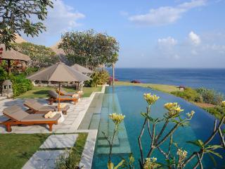 Bayuh Sabbha - Poolside loungers and view