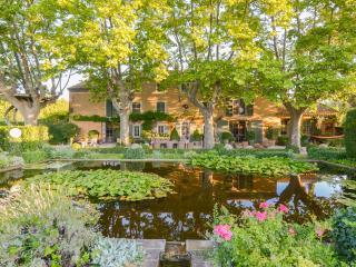 Noves France Vacation Rentals - Home