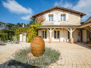 Flaujagues France Vacation Rentals - Home
