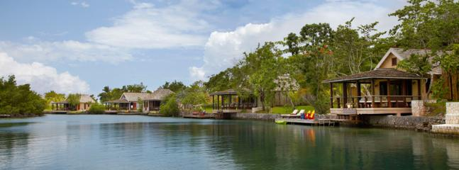 Golden Eye Lagoon Cottages - Ideal for Couples and Families, Beautiful Pool and Beach