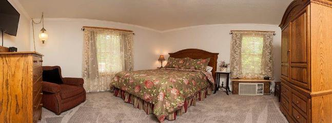 Tangren House Luxury Inn ~ Castleton Room 3