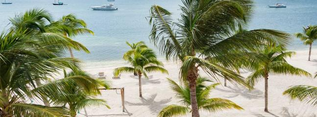 SUNSHINE... Adorable, very affordable beachfront condo on Simpson Bay Lagoon