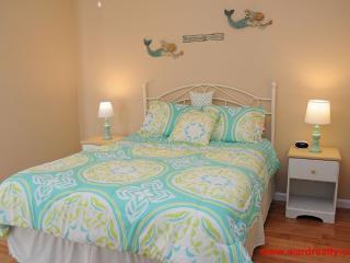 Back Bedroom with Queen