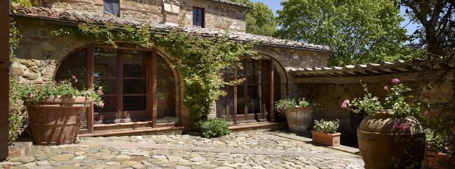 5 bedroom Villa in Chianciano Terme, Siena, Italy : ref 2259034