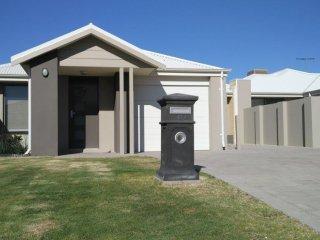 Ashwood House to rent in Mandurah