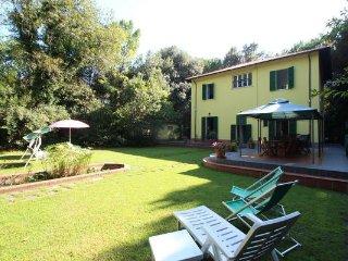 Poveromo Italy Vacation Rentals - Villa