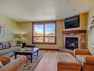 "SkyRun Property - ""B202 WaterTower Place 2BR 3BA"" - Great Room - Spacious great room with stunning views, HD TV & gas fireplace."