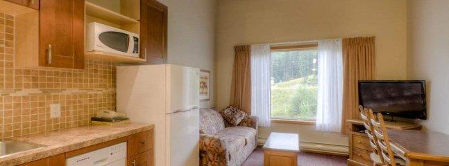 Sun Peaks Nancy Greene's Cahilty Lodge Loft Kitchenette