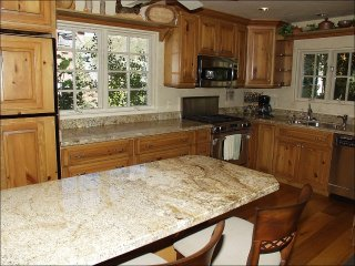 Newly remodeled kitchen with Granite and new appliances