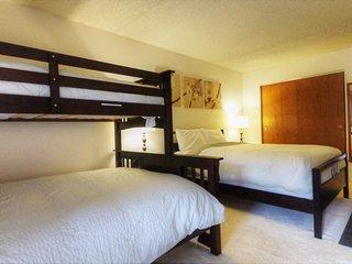 """SkyRun Property - """"BE308H"""" - Queen Bed + Twin/Queen Bunk"""