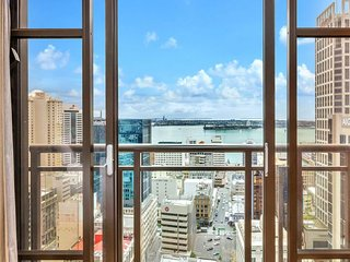 26th floor with stunning views across the city to the harbour