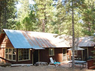Front view of cabin, very peaceful and quiet location