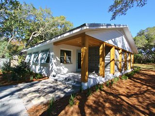 SeaSmoke - Renovated Pet Friendly Home in Seagrove