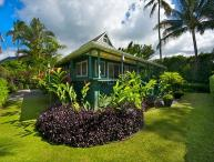 Ultimate Beachfront House - Hanalei, Pine Trees surf spot, has A/C!