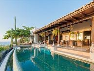 Luxury villa- views, infiniti pool, close to beach, shopping and dining