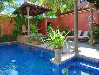 Comfortable luxury villa- across from beach, kitchen, cable, internet, piano