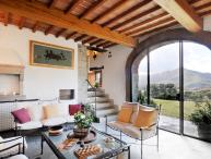 Tuscany Farmhouse with Pool and Views, Great for Family or Friends - Casa Santa Mama