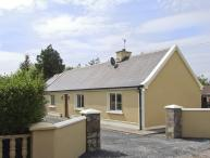 HAYFIELD COTTAGE, family friendly, country holiday cottage, with a garden in Killorglin, County Kerry, Ref 4044