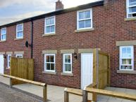 CLICKETY-CLACK COTTAGE, family friendly, with a garden in Whitby, Ref 4312