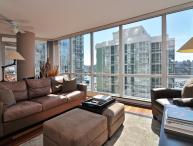 Downtown 2 Bedroom Condo in Trendy Yaletown with Water Views