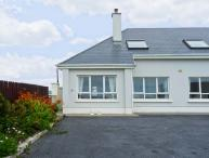 THE MEWS romantic retreat, open fire, close to beach in Lahinch Ref 19736