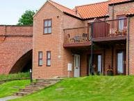 SHALOM, mews cottage, pet-friendly, with off road parking and a garden in Whitby Ref 17560
