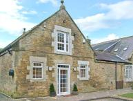 HORSLEY BANKS FARM COTTAGE, en-suite, courtyard, close pub and Heddon-on-the-Wall Ref 21729