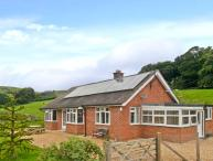 PENNANT BUNGALOW, woodburner, pretty country views, all ground floor, near Knucklas, Ref. 27219