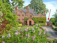 THE STUDIO AT MANOR HOUSE, Grade II listed detached cottage, romantic retreat, countryside views, in Eccleston, near Chester, Re