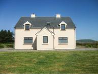 TORANN NA DTONN, open fire, pet-friendly, en-suite facilities, lovely views near Ballinskelligs Ref. 10897