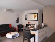 Rouaze Top Floor 2 Bedroom Flat with Great Cannes Views from the Balcony