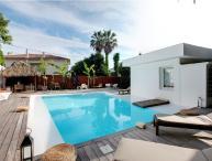 Villa Albert 5, Fantastic 5 Bedroom Home with Balcony, Pool, Garden