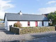 THE OLD POST OFFICE, single-storey cottage with multi-fuel stove, courtyard, close to Castlebar, Ref 904700