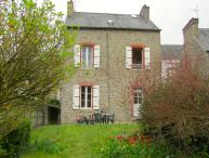 C005: Charming cottage with garden in Dinan